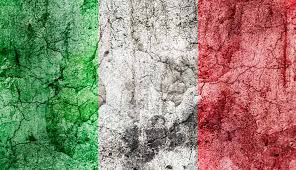bandiera italiana calpestata
