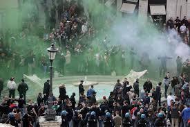 Barcaccia assalto a piazza di Spagna