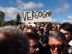 protesta contro politici